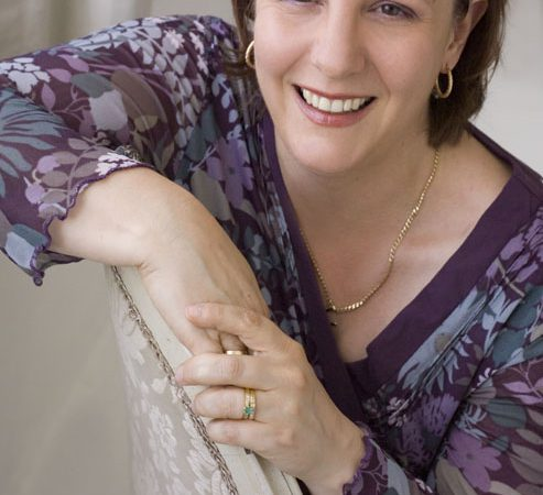 Head Shot Of New Zealand Author Dawn Grant