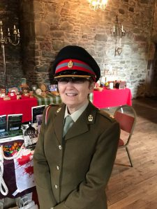photo of Wendy Jones in military uniform