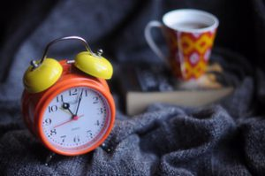 photo with alarm clock and coffee by Sanah Suvarna via Unsplash.com