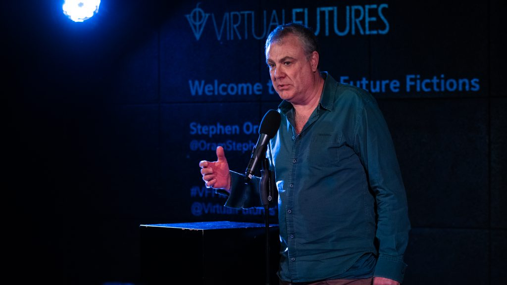 photo of Stephen Oram on stage